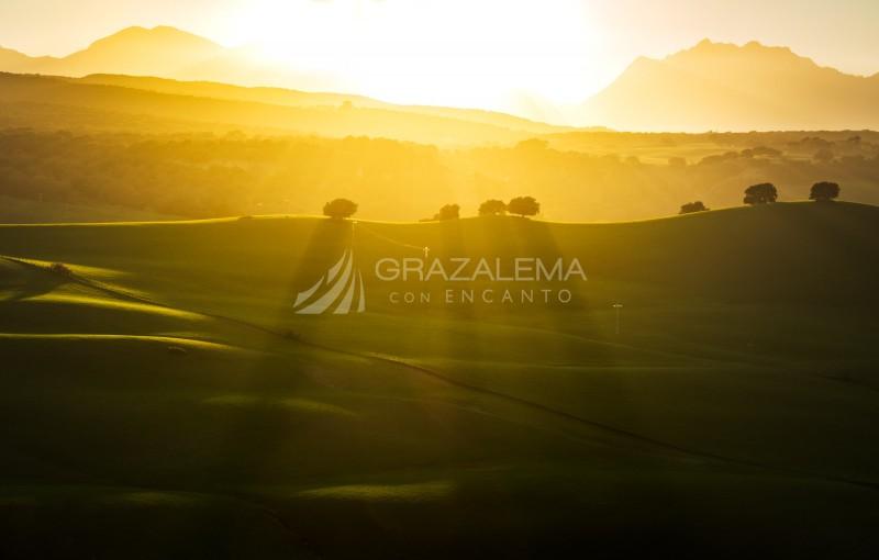 Últimos rayos de sol sobre Grazalema Imagen