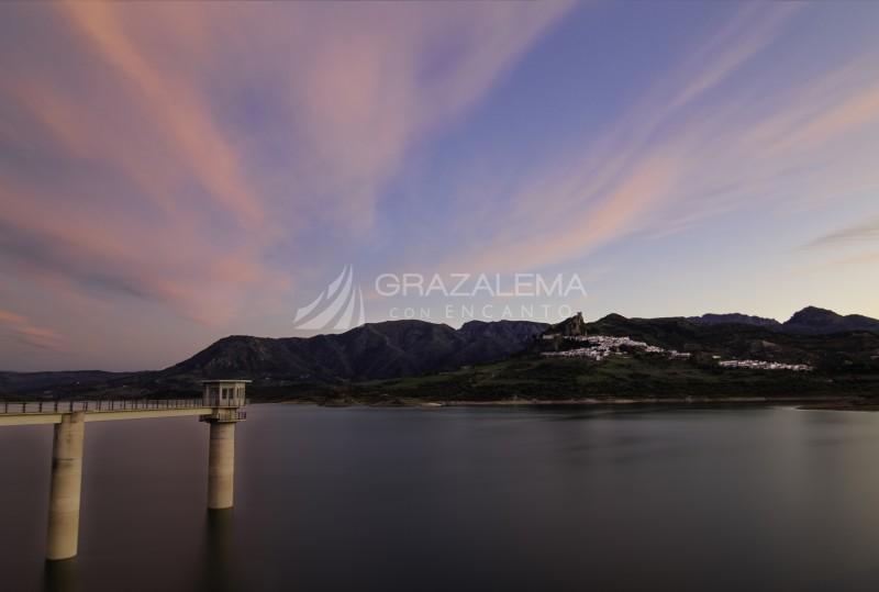 Ultimas luces en el Pantano de Zahara Imagen